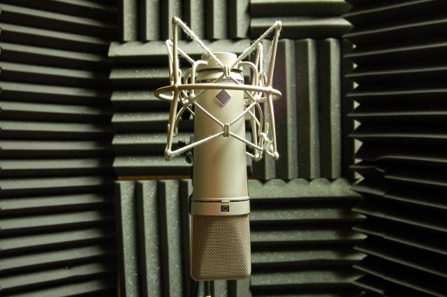microphone-1242540-1598x1062