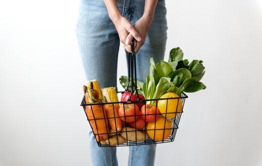 alone-basket-carrots-1389103